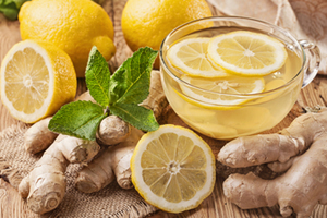 Grøn te, ingefær, frisk mynte og Citron er ingredienser på en Candida Kur